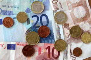 Власти Греции ослабили контроль за капиталами
